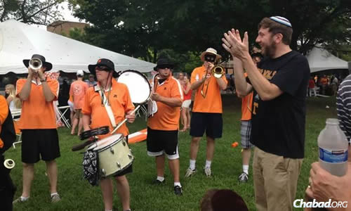 Pre-game fun and entertainment for Jewish Vols fans.