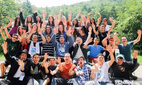 Hands up for a group that learned, lived and and laughed together. (Photo: Itzik Roytman)