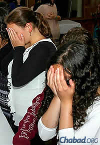 Women and girls lit candles prior to the onset of Shabbat. (Photo: Itzik Roytman)