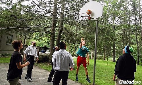 Down time included games of basketball, volleyball and other sports. (Photo: Itzik Roytman)