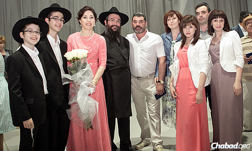 Garik Zylberbord, who was killed last Shabbat in Donetsk, Ukraine, is standing in the center with the family of Rabbi Pinchas and Dina Vishedski at their daughter's wedding in Donetsk.
