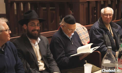 """Rabbi Mendel Shemtov, second from left, gave the former president two gifts: One was copy of """"Rebbe: The Life and Teachings of Menachem M. Schneerson, the Most Influential Rabbi in Modern History."""""""