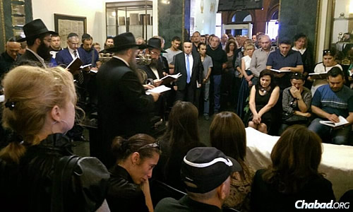 Jews from Donetsk now living in Kiev pay their respects to fallen community member Zylberbord, 47, who leaves behind a wife, daughters and his parents. (Photo: Vaad of Ukraine)