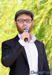 Chabad-Lubavitch emissary Rabbi Aaron Kaganovsky led Rosh Hashanah services in Mariupol and plans to go back for Yom Kippur, despite the dangers.