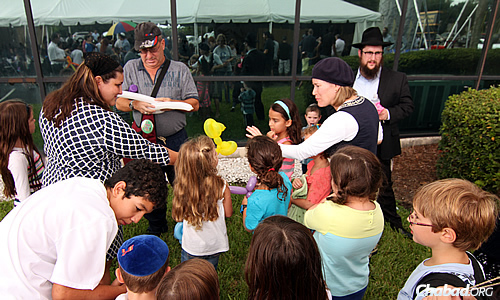 Activities for children, including balloon-making, were on hand at the event. (Photo: Sonacity Productions)