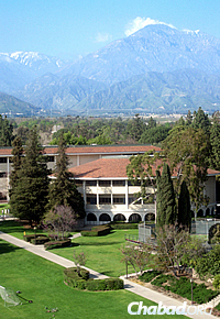 Claremont McKenna College in Southern California (Photo: Wikimedia Commons)