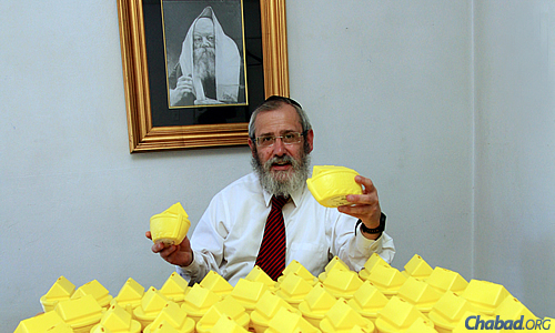 "Rabbi David Masinter, director of the Chabad House of Johannesburg and the affiliated Miracle Drive organization, started a charitable campaign—the ""ark campaign""—where people collect coins in a bright-yellow tzedakah box, and then give the money to people and groups in need."