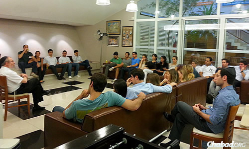 """Ten Yad Young professionals meet to discuss new projects. Says Rabbi Berel Weitman: """"People who are starting this new stage in life, starting a new career, also want to help people who are less fortunate."""""""