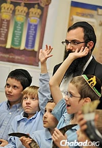 Rabbi Yechiel Schanowitz with students in his class; the kids are holding shofars for use during the High Holidays. (Photo: MyShtub Photography)