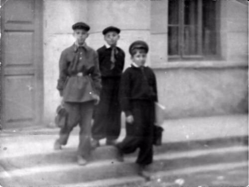 Jewish children leaving public school in Samarkand. Notice the red Pioneers tie worn by the boy in the center.
