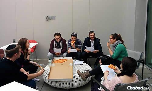 "A ""Pizza and Parsha"" class at American University in Washington, D.C., co-directed by Chabad Lubavitch of the AU Community Rabbi Yehoshua and Esti Hecht."