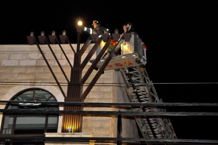 Menorah Lighting 5769 017.jpg