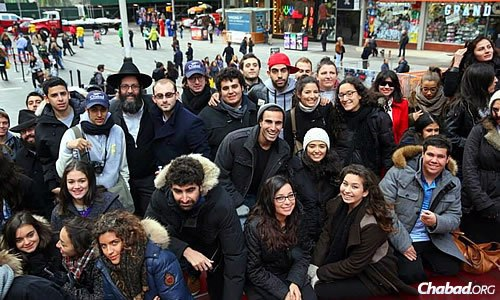Banon, standing at left, accompanied a group of university students to the annual Chabad on Campus International Shabbaton, which took place last month in New York. (Photo: Bentzi Sasson/Chabad.edu)