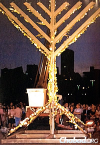 The decorated menorah in 1986