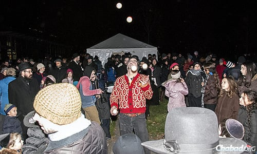 A juggler performed for the crowd, and jelly doughnuts were distributed while the crowd waited for the big event. (Photo: Cindy Monyek)