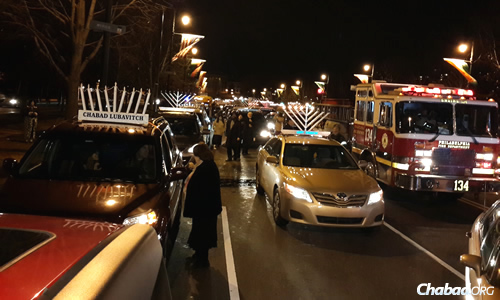 Vehicles line up along the Benjamin Franklin Parkway in Philadelphia, waiting for the start of the annual car-menorah parade sponsored by Chabad. (Photo: Cindy Monyek)