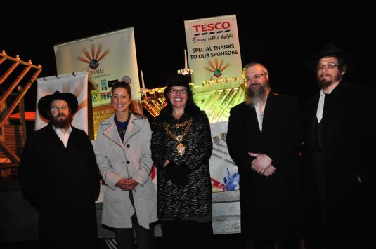 Rabbi Levi, Tesco Manager, Bury Mayor, Rabbi Walker, rabbi Cohen.JPG