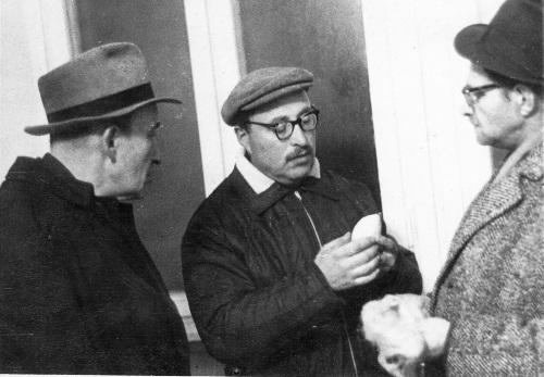 ר' ישראל פבזנר מבקר את החסיד זלמן לוין במאסר ונותן לו ארבעה מינים