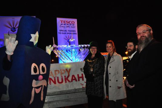Dreidel man, Bury mayor, tesco manager, rabbi Cohen, Rabbi walker.JPG