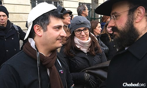 Amar and other rabbis encouraged men to put on tefillin and women to light Shabbat candles.