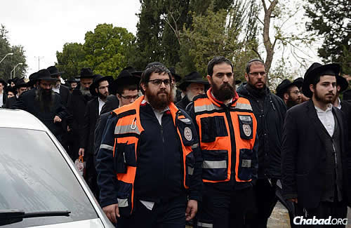 Israelis from all over were there to pay their respects, including authorities and emergency personnel. (Photo: JDN)