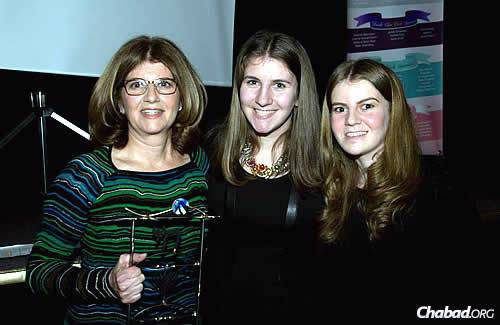 """Fisch, who spearheads the group's """"Cooking for Hope"""" program, with daughters Jillian and Daniela."""