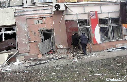 Grad rockets landed on a large neighborhood that includes a bazaar and marketplace, schools, apartment blocks and a bus station, and shook the synagogue not far away. (Photo: City of Mariupol Web Site)