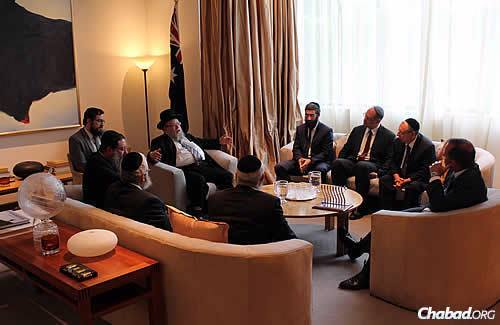 Abbott sat down for a conversation with the rabbis, and was thanked for his ongoing and unwavering support of Israel and the Australian Jewish community. (Photo: Sithu Tin-Aung)