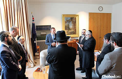 The rabbis say a prayer with the prime minister present. (Photo: Sithu Tin-Aun)