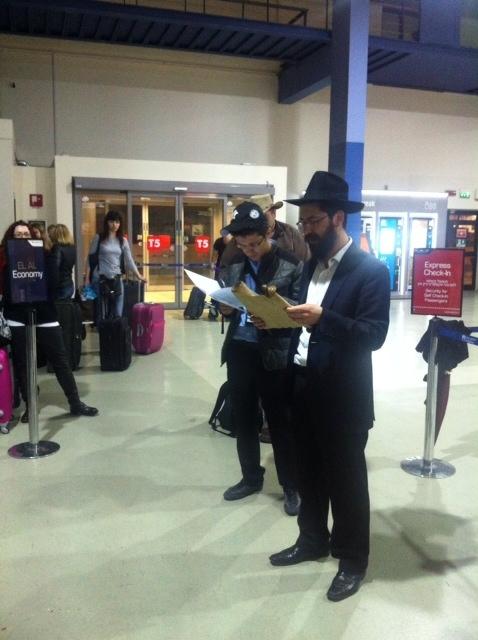 Megillah Aeroporto 5775.jpg