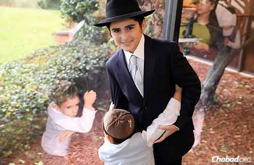 Tzvi Eber became a bar mitzvah in western Florida where his parents, Rabbi Yossi and Dina Eber, co-direct Chabad of West Pasco. Here, he entertains one of the younger of the 250 guests.