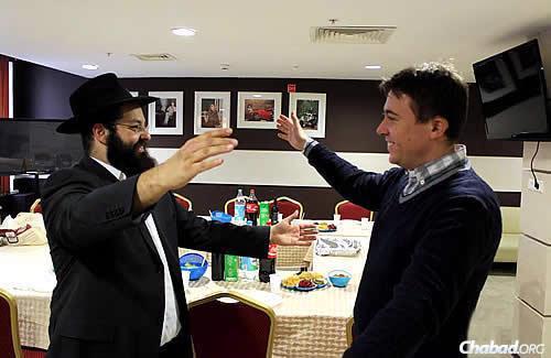 The rabbi greets Misha Shushpannikov before the start of Shabbat. (Photo: Anna Volkova)