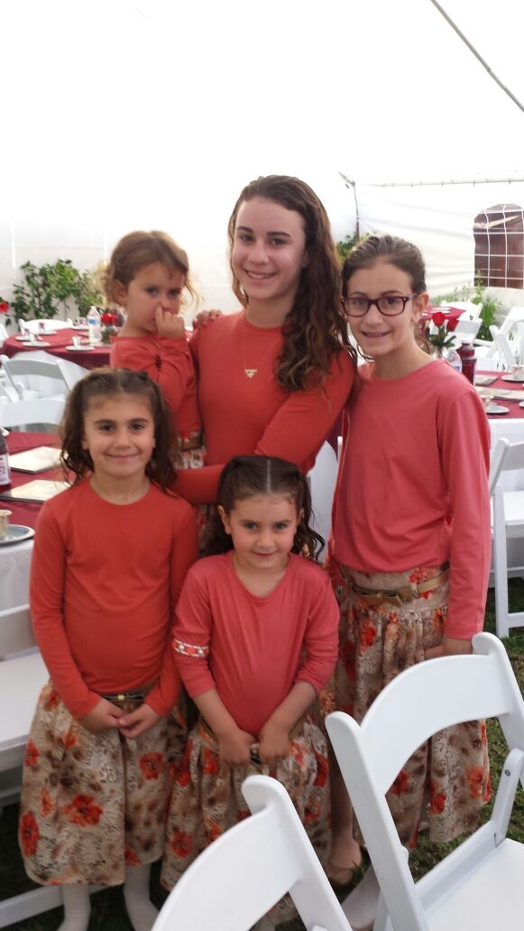 Muchnik Girls before Seder 2015.jpg