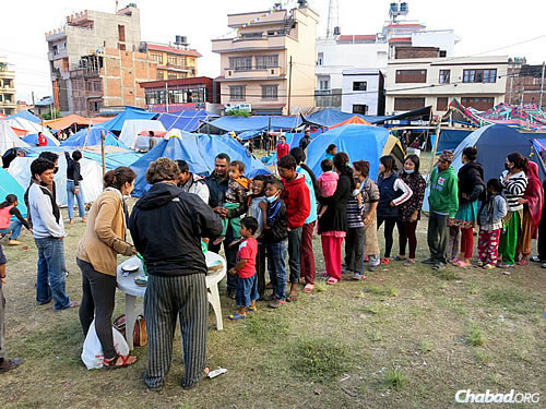 Some 200 men, women and children quickly lined up for bowls of warm sustenance, which was distributed by Israeli tourists staying at the Chabad House in Kathmandu, Nepal. (Photo: David Karsenty/Chabad of Nepal)