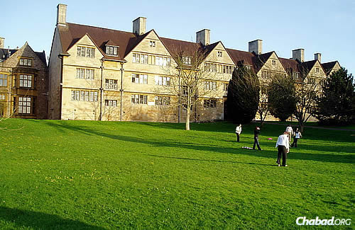 The back of the Old Quad, as seen from the Cellar Lawn. The university received its Royal Charter in 1909; its predecessor institution—University College, Bristol—had been in existence since 1876. (Photo: WikiPedia)