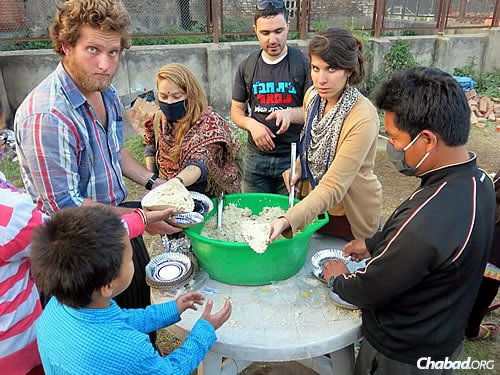 The volunteers, many of them young Israelis, felt empowered at being able to help. (Photo: David Karsenty/Chabad of Nepal)