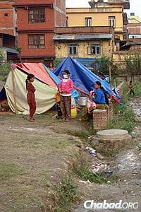Many have no food or water, and their homes have been destroyed. (Photo: David Karsenty/Chabad of Nepal)
