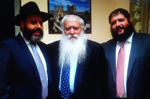 הרב וגנר ושני בניו המשמשים כשלוחים ברוסיה