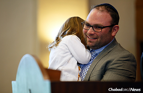 A daddy-daughter moment (Photo: Avrohom Perl)