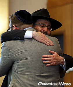 Heartfelt emotion between longtime friends (Photo: Avrohom Perl)
