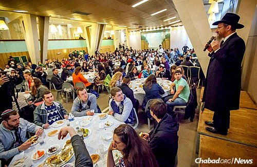 Rabbi Lazar addresses students at a meal in Paris during the first leg of the trip. (Photo: Eli Itkin)