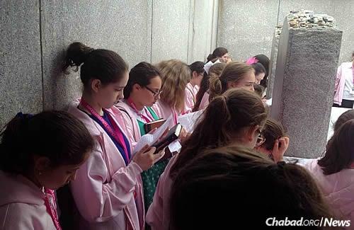 Chat Online With Ukraine Girls International Chidon