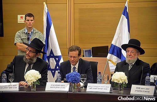 From left: Rabbi Yosef Yitzchak Aharonov, Isaac Herzog and Former Chief Rabbi Israel Meir Lau (Photo: Meir Alfasi)