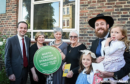 """The unveiling of the """"Islington People's Plaque"""" on the site of the former North London Synagogue in Islington. From left are: Councilor James Murray, Emily Thornberry MP, Judith Hassan OBE (the great-niece of the synagogue's first rabbi, Morris Josef), Hassan's sister and Rabbi Mendy Korer, co-director of Chabad-Lubavitch of Islington, with two of his three daughters."""