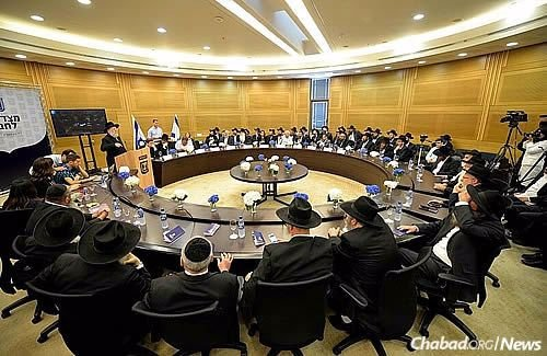 Former Chief Rabbi Israel Meir Lau speaks to the gathering in the Knesset. (Photo Meir Alfasi)