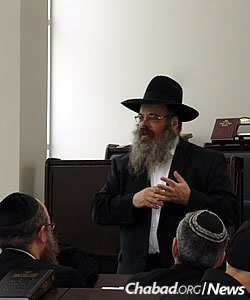 """Rabbi Mendel Groner, mashpia of Yeshivas Tomchei Tmimim in Kiryat Gat, Israel, spoke at the second annual """"Day of Reflection and Unity"""" in the Chicago area. The event was attended by about 300 adults, with concurrent programs for children of different ages."""