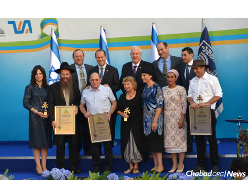 Nechama Dina and Rabbi Nechemya Wilhelm, bottom row left, with awardees and dignitaries, including President of Israel Reuven Rivlin, top center, and Jerusalem Mayor Nir Barkat, to his left.