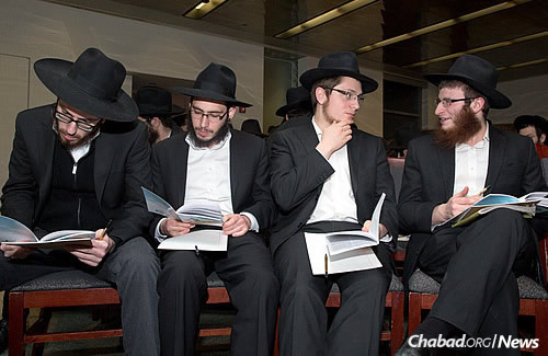 Discussing text and enjoying the camaraderie that goes with yeshivah life. (Photo: Bentzi Sasson)