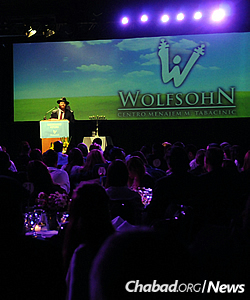 Rabbi Mendy Gurevitch, director of the Wolfsohn-Tabacinic Jewish day school and community center, addresses parents, alumni and supporters at the institution's annual dinner.
