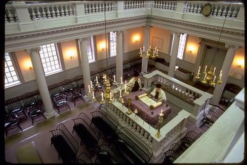 L'intérieur d'une synagogue
